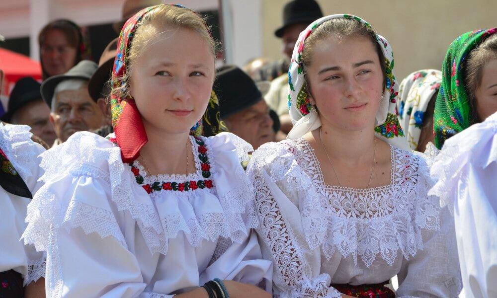 traje popular rumano, traje regional rumano